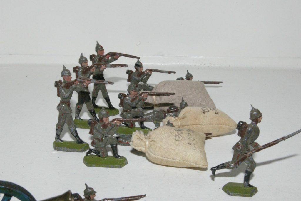 Semi-flat Schneider figures
